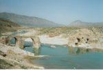 20/30 - Oude Sassanidische brug op ongeveer 20 km afstand van Firuzabad in Tang-e Ab-kloof