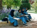 22/30 - Studentes in Eram-tuin in Shiraz