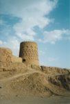 4/30 - Toren van een lemen fort in Meybod. Dit fort zou stammen uit de tijd van de Sassaniden